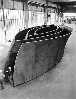 "Richard Serra, ""Open-Ended"" (2007-08), weatherproof steel. Courtesy Gagosia Gallery."