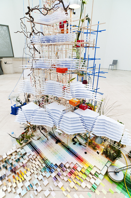 Sarah Sze. Finding a Home Fixed Points (2012). Mudam Luxembourg, Courtesy of the artist and Victoria Miro Gallery, London@ Photo: Andres Lejona.