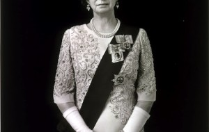 "Hiroshi Sugimoto, ""Elizabeth II,"" 1999. Gelatin silver print, 58 3/4 x 47 in. (149.2 x 119.4 cm). © Hiroshi Sugimoto, courtesy of Fraenkel Gallery, San Francisco, and Pace Gallery, New York"
