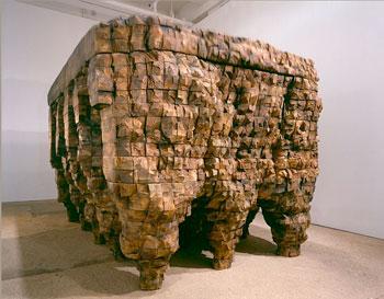 Ursula von Rydingsvard, Pod Pacha, 2003. Cedar, graphite and motor. Courtesy of Galerie LeLong