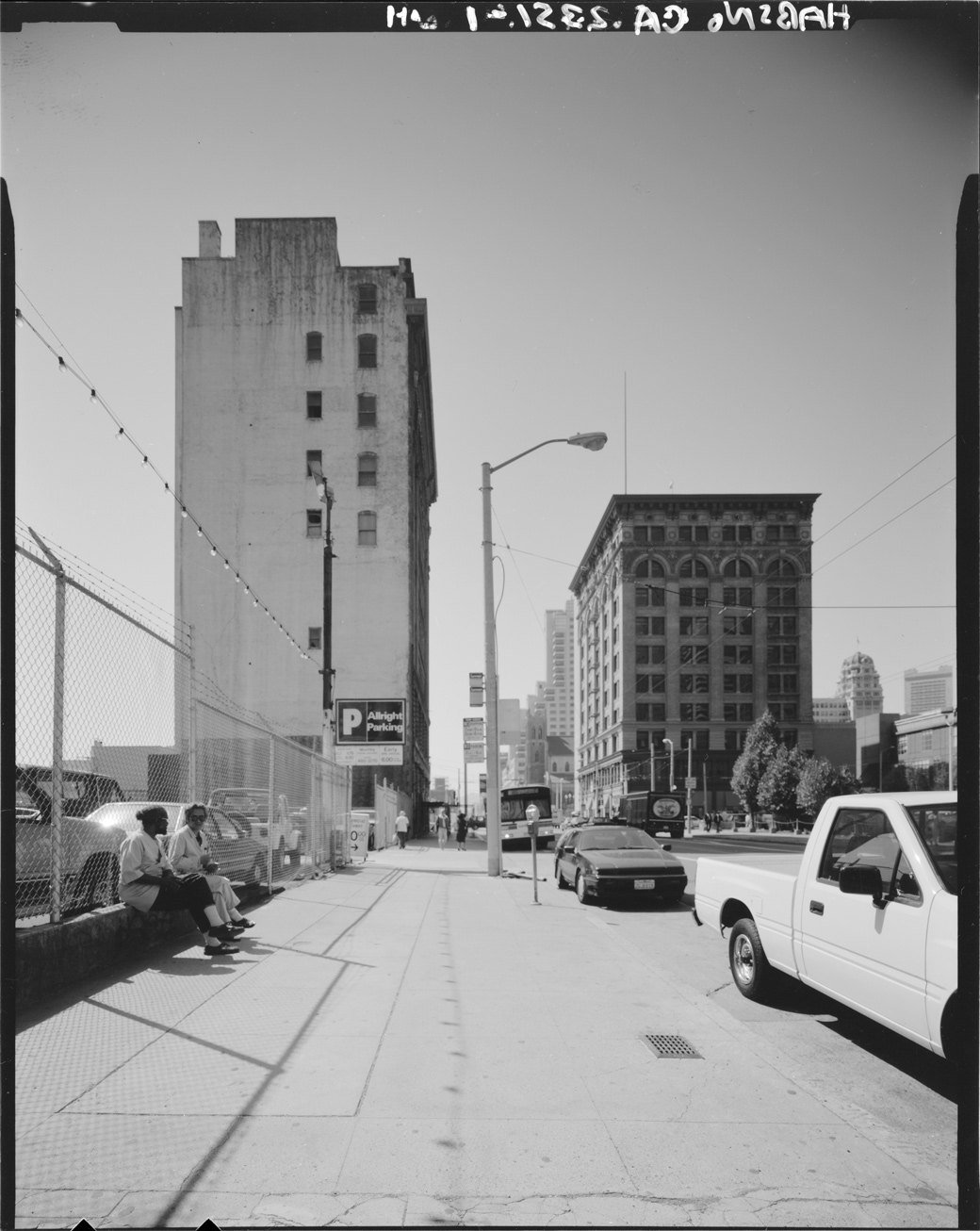 Mission Street looking West toward 3rd Street, circa 1994. Courtesy Library of Congress.